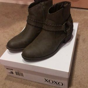 Ankle boots. Taupe color